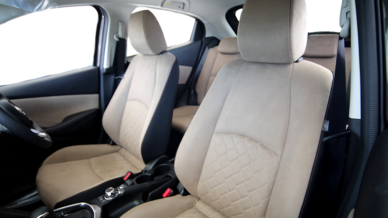スポーツカーからクロスオーバー車まで、さまざまな車種のシートを手掛けています